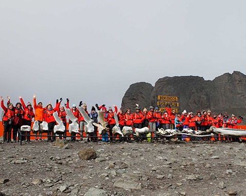 80 women welcome the new year in the Antarctica to increase awareness of female leadership