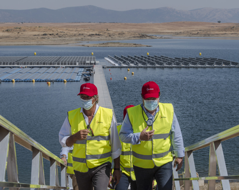 ACCIONA inaugurates the first grid-connected floating photovoltaic plant in Spain